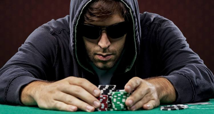 Tips to Become a Better Poker Player